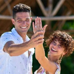 Actress Sarah Hyland Shows Off Her New Oval-Cut Diamond Engagement Ring on Instagram